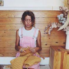 Layette bébé: patron gratuit pour tricoter une veste et des chaussons - Marie Claire Idées