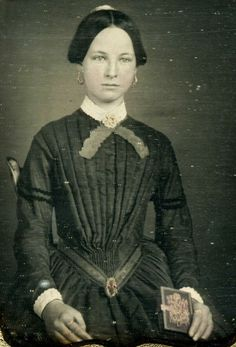 Daguerreotype of An Attractive Young Lady About 20 Years Old Holding A Dag Case | eBay
