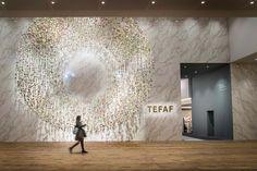 The European Fine Art Fair, afgekort TEFAF, is een jaarlijks terugkerende tien dagen durende kunst- en antiekbeurs in Maastricht. De beurs vindt plaats in de maand maart in het Maastrichts Expositie en Congres Centrum. Antique Fairs, Joan Miro, Female Photographers, Art Fair, Resorts, Signage, Mid-century Modern, Contemporary Art, It Works