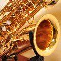 Vi que algunos saxofoneros de la comunidad quieren partituras de cuarteto de sax. Pues recomiendo entrar a www.thalmanmusic.com . Está muy buena la música, son arreglos de música conocida en rit,os latinos. Pueden ver las partes y escucharlas...