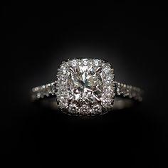 """à vendre : 4980€ Solitaire Diamant taille Coussin de 1.13 Cts I-SI2. Platine .Taille 54. serti en son centre sur 4 griffes d'un Diamant naturel taille """"Coussin"""" de 1.13 Ct Couleur : I (Blanc nuancé +) Pureté : SI2 ( petites inclusions) dimensions pierre 6.5 mm x 6.1 mm + 0.43 Cts de diamants brillants sertis sur le corps de bague qualité G-VS Poids : 6.10 gr Taille 54 Livré avec certificat du laboratoire LFG de Paris mise à la taille offerte Vendu avec Facture ."""