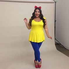 Cute Snow White: This subtle Snow White costume is perfect for Halloween in the office!