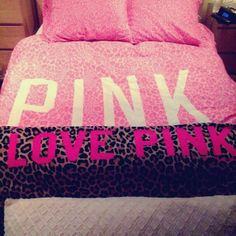 victorias secret pink animal print blanket!♥♥♥ Victoria Secret Bedding, Victoria Secret Outfits, Pink Love, Vs Pink, Pretty In Pink, Room Wanted, Pink Animals, My Beautiful Daughter, Barbie I