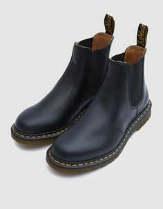 Chelsea boot from Dr. Martens in Black. AirWair™ sole with grooved edges. Sock Shoes, Cute Shoes, Me Too Shoes, Shoe Boots, Shoe Bag, Grunge Style, Soft Grunge, Galaxy Converse, Doc Martins