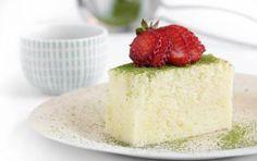 Cheseecake giapponese o cotton cake - Oggi vi proponiamo la ricetta originale della cotton cake o cheesecake giapponese, un delizioso dolce preparato con formaggio bianco spalmabile. La particolarità della torta è rappresentata dal suo impasto morbido e davvero leggerissimo. In italiano il nome della torta si tradurrebbe come 'cheesecake giapponese soffice come il cotone', proprio a testimoniare la leggerezza del dolce.