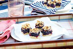 Blueberry Lime Shortbread Squares—A cookie-crumble crust, rich blueberry filling and buttery pecan topping make this summery take on date squares absolutely irresistible. Cookie Desserts, No Bake Desserts, Delicious Desserts, Dessert Recipes, Bar Recipes, Dessert Ideas, Yummy Recipes, How To Store Strawberries, Canadian Living Recipes