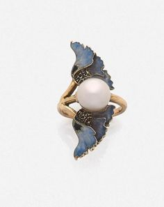 LALIQUE - An Art Nouveau gold, enamel and pearl ring, circa Set to the centre with a bouton pearl, flanked by blue enamelled poppy flowers. Lalique Jewelry, Enamel Jewelry, Pearl Jewelry, Jewelry Art, Vintage Jewelry, Jewelry Design, Gold Jewelry, Art Nouveau Ring, Bijoux Art Nouveau