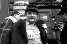 Lech Wałęsa in front of the courthouse in Gdansk, February 11, 1986