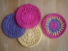 Simply Cheerful Trivets - free crochet pattern // a few more rounds and this would make a really cute washcloth