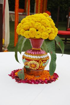 Pot with simple, easily available, bright yellow flowers #wedding #decor