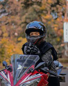 Hijab Niqab, Motorbike Girl, Casual Hijab Outfit, Lady Biker, Sports Women, Hijab Fashion, Editor, Ulzzang, Iphone Wallpaper