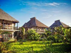 As principais atrações do Cabañas Los Lirios são seus cenários naturais, tarifas econômicas e sua localização na praia em Tulum. Rodeado por um bosque tropical relativamente nativo, numa linda praia, Cabañas Los Lirios é a combinação perfeita entre preservação e ecoturismo sustentável, entre os manguezais, fonte de vida para o recife marinho.