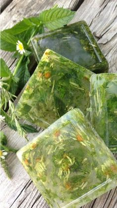 How to Make Dried Herb Soap with Mint, Chamomile & Rosemary - Rooted Revival aka. Project Zenstead - Easy-to-make dried herb soap with mint, chamomile and rosemary! Handmade Soap Recipes, Handmade Soaps, Diy Herbal Soaps, Savon Soap, Soap Base, Bath Soap, Soap Packaging, Drying Herbs, Home Made Soap