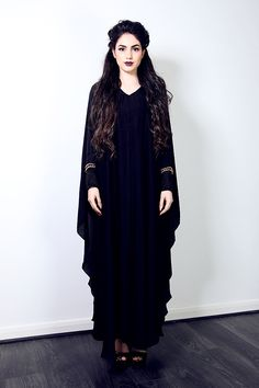 We know you haven't seen anything like this gorgeous abaya. This beautiful number speaks a thousand words with intricate detailed chains behind it, it doesn't simply stop there, the actual embroidery is sitting on delicate lace. Every aspect of this abaya is carefully thought of and handmade with love and care. Because the abaya says so much you need not accessorise it overly, but a simple clutch and barely there heels should finish this look. Be the show stopper at the party and be s...