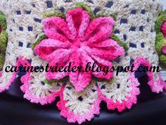 Capa para Galão d'Água, feito 100 % com o Barbante Barroco.   As flores foram feitas com a Mescla Rosa Escuro (9427), Mescla Verde Militar ...