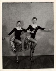 Ballet-Ballerinas-Dance-Dancers-on-toe-Vintage-50s-photo