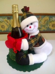 mary gutierrez's media content and analytics Easy Christmas Ornaments, Handmade Christmas Decorations, Xmas Decorations, Simple Christmas, Christmas Crafts, Holiday Decor, Snowman Crafts, Wine Bottle Crafts, Diy And Crafts