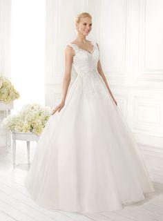 Abito da sposa in organza e pizzo presso Bride Project Buttrio www.brideproject.it