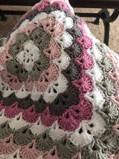 No automatic alt text available. Granny Square Crochet Pattern, Crochet Granny, Crochet Blanket Patterns, Crochet Motif, Baby Blanket Crochet, Crochet Designs, Crochet Baby, Crochet Crafts, Crochet Projects
