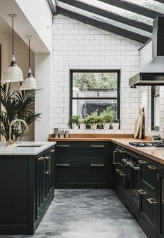 Real home: an open plan kitchen extension with industrial touches Designing your ultimate kitchen should be a rewarding experience. After you have gathered ideas for your kitchen from a variety … Black Kitchen Cabinets, Kitchen Cabinet Design, Modern Kitchen Design, Interior Design Kitchen, Kitchen Storage, Kitchen Backsplash, Dark Cabinets, Kitchen Organization, Cabinet Storage