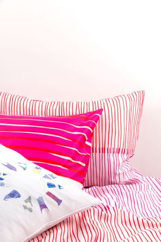 ZigZagZurich makes luxury bedding, duvet covers, curtains, throws and blankets, designed by artists using the finest quality materials made in Italy Luxury Bedding, Duvet Covers, Bed Pillows, Bedroom Ideas, Pillow Cases, Blanket, Home, Design, Pillows
