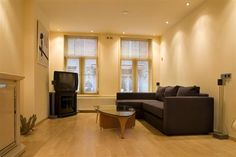 Longstreet Apartment 1.  Situated on the Leidsedwarsstraat, famous for its many shops, quality restaurants and exuberant nightlife, the beautiful Longstreet Apartment 1 is an ideal location for people who love to be at the very heart of the action.