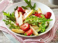 Unser beliebtes Rezept für Lauwarmer Spargelsalat mit Erdbeeren und mehr als 55.000 weitere kostenlose Rezepte auf LECKER.de.
