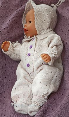 Baby doll Kine's lovely suit and a lilac blanket Doll Sewing Patterns, Doll Clothes Patterns, Clothing Patterns, Knitting Patterns, Knitting Dolls Clothes, Baby Doll Clothes, Baby Dolls, Bitty Baby, Baby Born