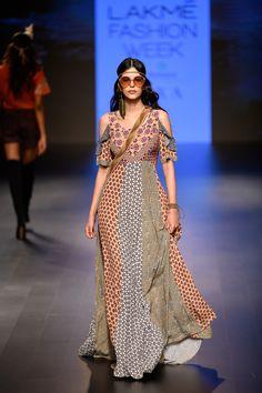 Label Ritu Kumar at Lakmé Fashion week winter/festive 2018 Fashion Week 2018, Lakme Fashion Week, Casual Indian Fashion, High Fashion, Ritu Kumar, Indian Gowns Dresses, Cool Outfits, Fashion Outfits, Vogue India