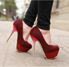 Não sei vocês, mas eu tenho duas paixões loucas da beleza: batom vermelho (escuros em geral), e salto bem alto! E agora , vou compartilhar para vocês váaaaaarios lindos e maravilhosos scarpins que…