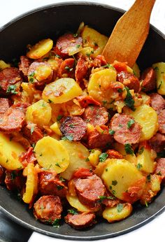 Kielbasa Skillet Dinner - smokey sausage, ripe tomatoes and tender potatoes create the perfect bite. Very easy, done all in one pot or skillet - kitchennostalgia.com