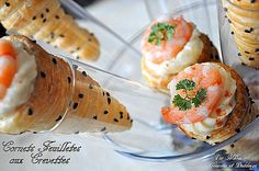 Cornets feuilletés aux crevettes, fromage et béchamel Cornet Recipe, Mini Burgers, Tupperware, Japanese Food, Finger Foods, Buffet, Barbecue, Entrees, Sushi