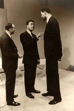 muhammad ali howard cosell | Howard Cosell, Muhammad Ali and Wilt Chamberlain having a discussion ...