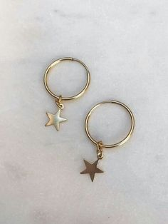 Stay on trend with these minimalistic hoop earrings! These gold filled hoops mea. - Stay on trend with these minimalistic hoop earrings! These gold filled hoops measure with a - Dainty Jewelry, Cute Jewelry, Jewelry Box, Jewelry Accessories, Jewelry Necklaces, Gold Jewelry, Jewelry Ideas, Star Jewelry, Jewellery Earrings