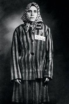 Una biografía novelada para Neus Catalá, superviviente de los nazis