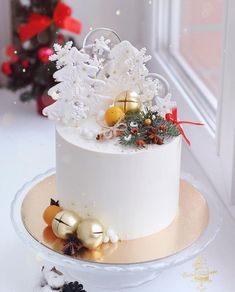 25 Super pretty festive winter wedding cakes ever winter wedding cake ideas best winter wedding ca&; 25 Super pretty festive winter wedding cakes ever winter wedding cake ideas best winter wedding ca&; I love cookies […] cakes winter Mini Christmas Cakes, Christmas Themed Cake, Christmas Cake Designs, Christmas Cake Decorations, Holiday Cakes, Christmas Desserts, Christmas Baking, Beautiful Wedding Cakes, Gorgeous Cakes