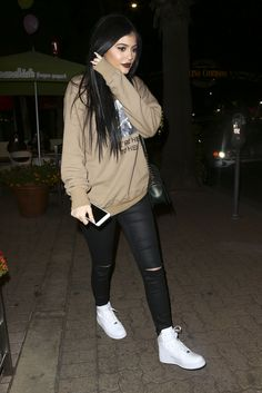 """ Kylie leaves KUWTK filming at yogurt shop 11/4/15 """
