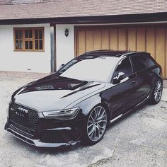 Blacked out Audi RS6!⚫ Would you want an all black RS6? --- Photo by @rob__fenn instagram.com/themanliness_official