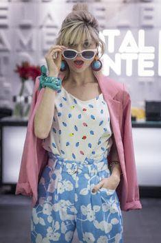 Colorful Fashion, Love Fashion, Girl Fashion, Vintage Fashion, Fashion Graphic, Fashion Prints, Mixing Prints, Mixing Patterns, Spring Summer Fashion