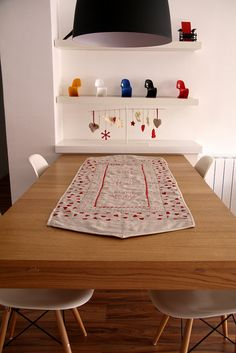 gives me an idea for an embroidered table runner
