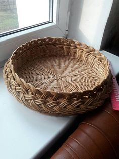 Items similar to Home eco decor country kitchen for everyday Hand woven wicker picnic easter basket Kitchen storage sustainable serving platter round tray on Etsy - Obst Large Baskets, Wicker Baskets, Basket Weaving, Hand Weaving, Mother's Day Gift Baskets, Storage Baskets, Kitchen Storage, Round Tray, Paper Basket