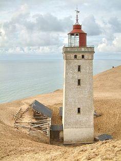 Fyret er ikke i brug mere da det næste er begravet i sand Rubjerg knude fyr. Danmark.