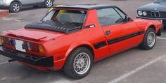 Pour ce mardi, une Fiat Bertone X 1/9, bonne journée !