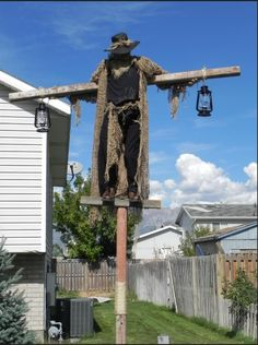 Static: My latest Scarecrow project. - Page 10 Halloween Forum member - Diy Halloween Scary Halloween Decorations, Halloween Party Decor, Holidays Halloween, Halloween Crafts, Vintage Halloween, Halloween Yard Ideas, Creepy Halloween, Diy Halloween Scarecrow, Scary Scarecrow Costume