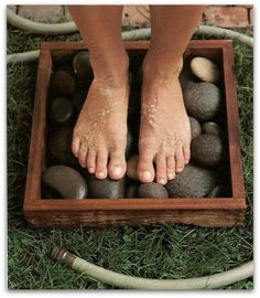 """river rocks in a box + garden hose = clean feet what a great garden idea! Placed in the sun will heat the stones as well."" river rocks in a box + garden hose = clean feet what a great garden idea! Placed in the sun will heat the stones as well."