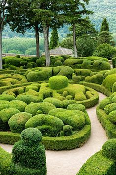 Château de Marqueyssac, Vézac, Dordogne, France - photo by Loïc Brohard, via Flickr. I want to do a world public garden tour.