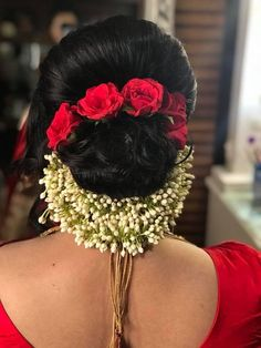 bridal hairstyle inspo for all Bridal Hairstyle Indian Wedding, Bridal Hair Buns, Bridal Hairdo, Hairdo Wedding, Indian Wedding Hairstyles, Wedding Hair Clips, Saree Hairstyles, Bride Hairstyles, Stylish Hairstyles