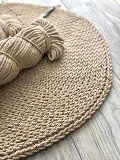 Single crochet in loop Crochet Mandala Pattern, Crochet Amigurumi Free Patterns, Crochet Toys, Braided Rag Rugs, Knit Rug, Crochet Carpet, Creation Deco, Crochet Home Decor, Crochet Round