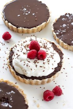 With an all-butter crust and an incredibly decadent chocolate filling – these Chocolate Ganache Tarts are sure to grab your attention! Desserts Menu, Sweet Desserts, Just Desserts, Delicious Desserts, Dessert Recipes, Yummy Food, Plated Desserts, Cold Desserts, Chocolate Ganache Tart