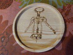 Dessous de verre ou de bouteille en bois pyrogravé tire-bouchon : Cuisine et service de table par valheureuse